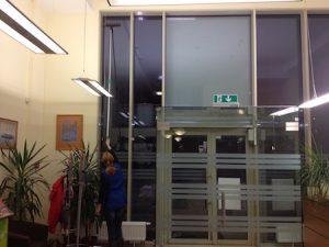 Biuro langų valymas teleskopiniu kotu